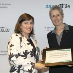NHMRC CEO Prof Anne Kelso presents Research Action Awards 2018 winner A/Prof Anne Abbott with her certificate